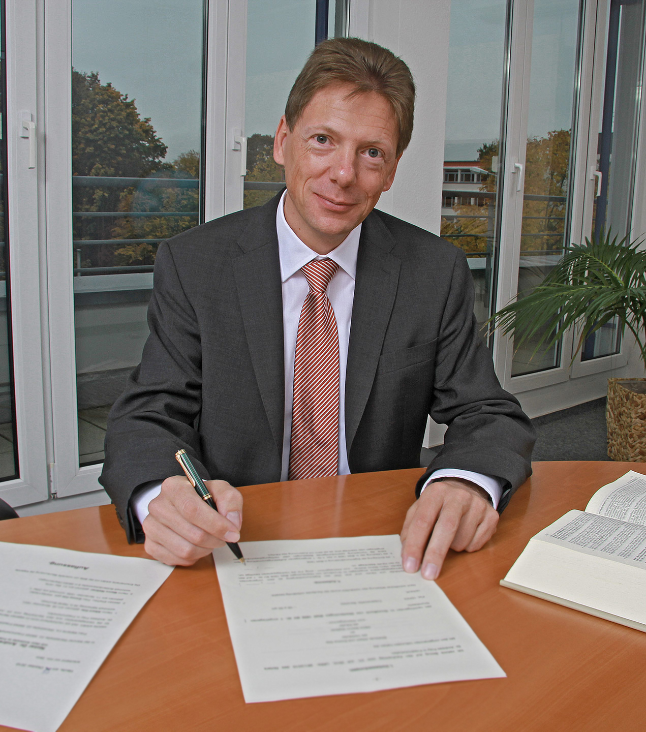 Dr. Andreas Frey